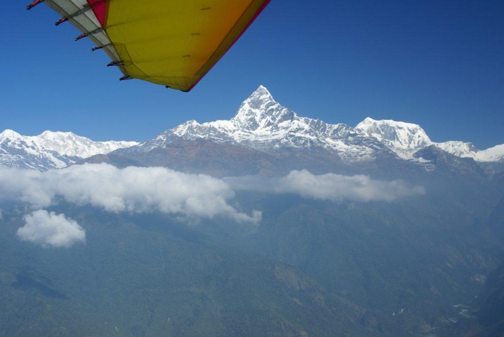 Пролетая над Гималаями.