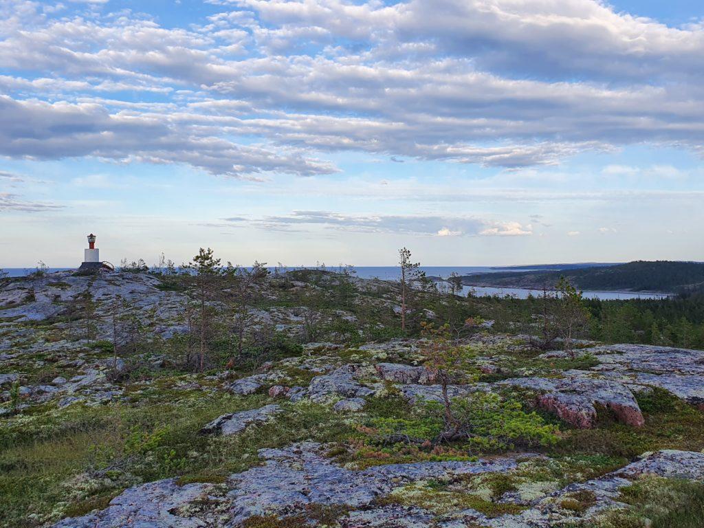 Вид от маяка мыса Шарапов на юг.