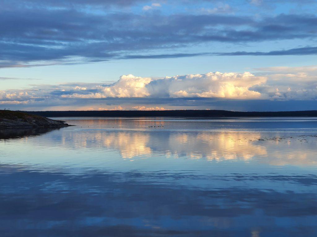 Вид со стоянки на острове Илейки на остров Сидоров